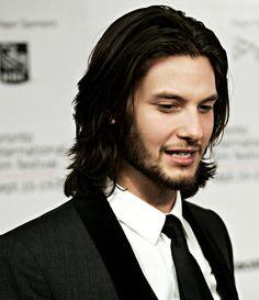 Ben Barnes ... and his pretty, pretty hair <3
