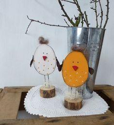 In Kürze steht Ostern vor der Tür und was ist schöner als jetzt das Haus mit selbst gebastelten Osterdekorationen zu schmücken. Man kann natürlich Dekorationsartikel im Laden kaufen, aber warum nicht selber gebastelt? Sehr schön für die Kinder und auch für Erwachsene! Schau Dir diese 17 erstaunlichen DIY Ideen für Ostern an!
