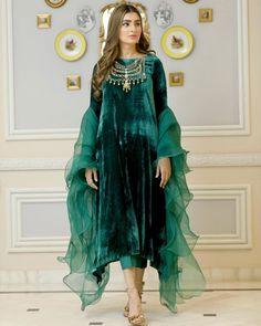 Velvet Pakistani Dress, Pakistani Party Wear Dresses, Simple Pakistani Dresses, Designer Party Wear Dresses, Pakistani Dress Design, Pakistani Outfits, Beautiful Dress Designs, Stylish Dress Designs, Designs For Dresses