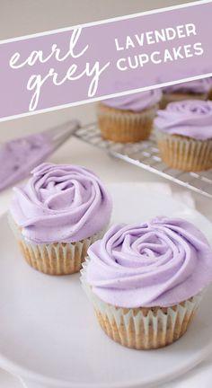Cupcakes Earl Grey Lavender - ligeros y deliciosos, estos cupcakes Earl Grey . - Cupcakes Earl Grey Lavender: ligeros y deliciosos, estos cupcakes Earl Grey cubiertos con crema de m - Just Desserts, Delicious Desserts, Dessert Recipes, Yummy Food, Baking Recipes Cupcakes, Delicious Cupcakes, Unique Desserts, Gourmet Cupcakes, Tasty