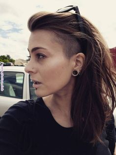 Long hair, undercut Related posts: 51 long undercut hairstyles for women and a DIY method to undercut your hair Pixie Cut with Undercut Hair Style … Shaved Undercut, Undercut Hairstyles Women, Undercut Long Hair, Shaved Side Hairstyles, Haircuts For Long Hair, Side Undercut, Sidecut Hair, Long Mohawk, Undercut Women