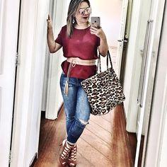 CASUAL FRIDAY. Hello hello sexta-feira. Entre um compromisso e outro consegui postar meu selfie do  MARSALA MOOD com estilo casual. O jeans ajuda a dar essa pegada mais descontraída e relax, né? Olha a cintura marcada. Os truques de alongamento, lembram que postei sobre isso semana passada? #campinas #instacampinas #marsala #vinho #jeans #casual #casualwear #tgif #friday #outfitpost #me