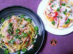 少し気が早いのですが、夏野菜干しをはじめました。 今夜はその一部を具に使ったスパゲティです♪写真ではお野菜さんの姿がわかりづらいのですが…(笑)。シンプルな味付けで食感と風味を味わいました♬ もう一品は、家族3者3様のマイピザをグリルパンで焼きました☆写真は私のです。大人げなく具だくさん(笑)★グリルパンだと3人前もあっという間に焼けちゃいます♡ - 256件のもぐもぐ - 干し野菜の醤油麹スパゲティ・グリルパンでマイピザ by Kusukus