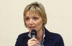 Susanna-Ortolani-microfono-254x300
