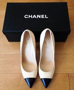 Imagem de chanel, shoes, and heels Coco Chanel, Chanel Shoes, Dream Shoes, Crazy Shoes, Zapatos Shoes, Shoes Heels, Converse Shoes, Adidas Shoes, High Heels