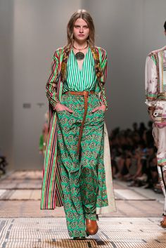 Etro Fashion Show Ready to Wear Collection Spring Summer 2017 in Milan MIXING prints Moda Fashion, Fashion 2017, Runway Fashion, Fashion News, Spring Fashion, Fashion Show, Fashion Outfits, Womens Fashion, Fashion Design