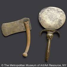 Algunos accesorios egipcios para el afeitado: navaja y espejo