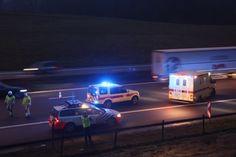 Op de pechstrook van de E17 in Waasmunster is deze morgen een vrouw aangereden. Ze werd gegrepen door een vrachtwagen en meters weggeslingerd. De vrouw wer...