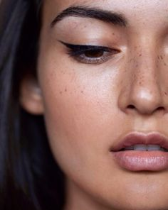 The winged eyeliner is one of the most classic look. Create a perfect winged eyeliner for some people are pretty difficult. And people are coming out with a… Kiss Makeup, Prom Makeup, Hair Makeup, Eyeliner Makeup, Wedding Makeup, Eyeliner Pencil, Coloured Eyeliner, Eyeliner Ideas, Cat Eye Eyeliner