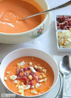 Salmorejo (instead of gazpacho ; Tapas, Mexican Food Recipes, Soup Recipes, Cooking Recipes, Food Porn, Spanish Dishes, Spanish Food, Happy Foods, Mediterranean Recipes