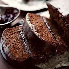 Gingerbread coffee cake with plum jam & chocolate ganache - dark, decadent, and so delicious! Perfect for the holidays! Köstliche Desserts, Delicious Desserts, Yummy Food, Dessert Healthy, Sweet Desserts, Sweet Recipes, Cake Recipes, Dessert Recipes, Food Cakes