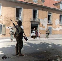 US Soldiers of 327th Glider Infantry Regiment, 101st Airborne in Rue du Quai À Vin, Carentan, Normandy. June 12-14th 1944 Carentan was defended by two battalions of Fallschirmjäger-Regiment 6 (6th...
