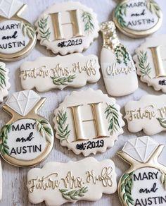 Wedding Shower Cookies, Wedding Cake Cookies, Decorated Wedding Cookies, Wedding Cakes, Cookie Wedding Favors, Bridal Shower Cakes, Cookie Favors, Favours, White Bridal Shower