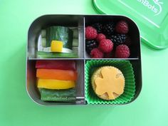 Simple St. Patrick's Day Bento Lunch in @Lunchbots | creativefunfood.com