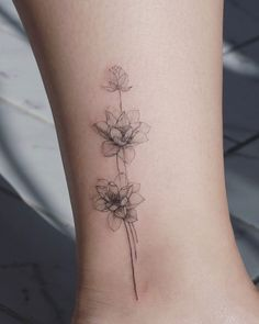 Flower Tattoo by 타투이스트. 타투이스트 꽃 artist works on women's tattoos and works exclusively for women. Continue Reading and for more Flower Tattoo designs → View Website Realistic Flower Tattoo, Colorful Flower Tattoo, Tattoos Realistic, Flower Tattoo Foot, Small Flower Tattoos, Flower Tattoo Shoulder, Flower Tattoo Designs, Small Tattoos, Simple Lotus Flower Tattoo