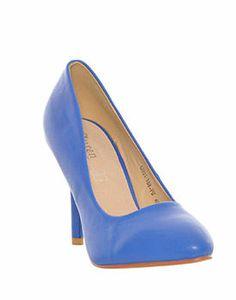 Vezi pe Mujo.ro recomandari de pantofi ieftini online, din piele naturala, din piele intoarsa dar si din imitatie de piele, pantofi office si de ocazie pentru femei. Pentru mai multe detalii da click pe poza! Louboutin Pumps, Christian Louboutin, Mai, Shoes, Fashion, Moda, Zapatos, Shoes Outlet, Fashion Styles