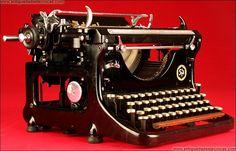 Máquina de Escribir Ideal, Año 1933.