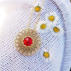 ZABETT Flower Necklace, jewelry you simply must have from Florence, Italy. With Swarovski crystal Light Siam  #madeinitaly #handmade #jewellery #jewelry #gioielli #fattoinitalia #fattoamano #firenze #florence #italia #italy #italianstyle #necklace #collana #collanalunga #original #originalpresent #moda #fashion #musthaves #musthave #must #bijoux #Swarovski #swarovskijewelry #accessories #accessori #artjewelry #artjewellery