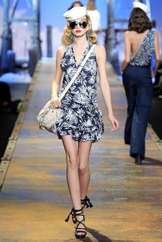 See the complete Christian Dior Spring 2011 Ready-to-Wear collection.