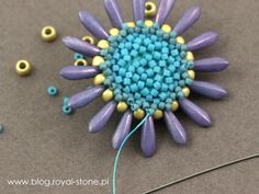 Margaretta - wisior z koralikami Dagger - tutorial royal-stone. Free Beading Tutorials, Peyote Patterns, Art Tips, Different Shapes, Seed Beads, Projects To Try, Jewelry Making, Stone, Blog