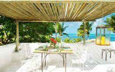 Café da manhã de frente para o mar... We love Trancoso!