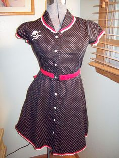 Free-shipping                            .   Sourpuss Rockabilly Pin Up Girl Polka Dot Skull & Crossbones Dress Sz M Medium
