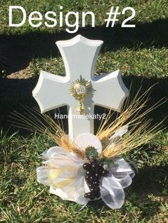 First Holy Communion or Baptism Centerpiece for your party. Boy Baptism Centerpieces, Communion Centerpieces, First Communion Decorations, Boys First Communion, Communion Dresses, Party Items, Easy Diy Crafts, Online Church, Decorative Baskets
