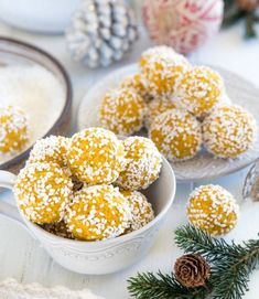 Delicious, must try. Christmas Food Treats, Christmas Baking, Raw Food Recipes, Snack Recipes, Dessert Recipes, Desserts, Yummy Food, Tasty, Swedish Recipes