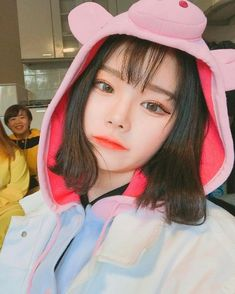 Find images and videos about korean, asian and ulzzang on We Heart It - the app to get lost in what you love. Mode Ulzzang, Ulzzang Korean Girl, Cute Korean Girl, Asian Girl, Ulzzang Short Hair, Korean Aesthetic, Aesthetic Girl, Korean Beauty, Asian Beauty