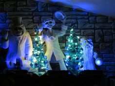 Jules' Haunted Holiday - Hitchhiking Ghosts and Blue Tinsel Trees, December 2012