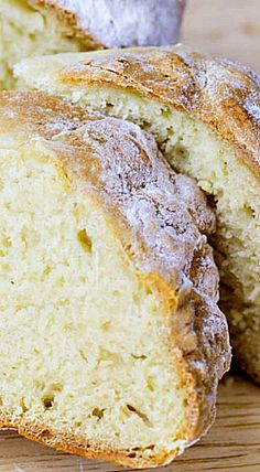 Irish Soda Bread is a hearty, delicious addition to the dinner table that is quick and easy to make. Here is how to make a traditional Irish Soda Bread. Traditional Irish Soda Bread, Traditional Irish Recipes, Irish Bread, Irish Cake, Gourmet Recipes, Cooking Recipes, Dessert Recipes, Breakfast Recipes, Bread Baking