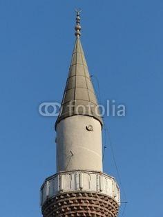 Spitze eines Minaretts mit Halbmond in Istanbul Beyoglu am Bosporus in der Türkei