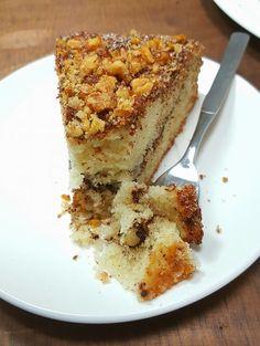 עוגת קינמון ואגוזים , מקור המתכון עוגה לקפה של רות סירקיס עם שינויים של אמא מרגו היקרה שלי מהעוגות הראשונות שהכנתי עוד בילדותי,ב...