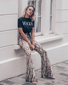 SHOPUPP Schlangendruck-Schlaghose VOGUE T-Shirt-Outfit - Women's style: Patterns of sustainability Trendy Outfits, Cute Outfits, Fashion Outfits, Fashion Trends, Beautiful Outfits, Fashion Tips, Pastel Outfit, Vogue, Look Fashion