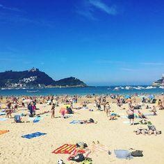 Our final day on San Sebastián beach #holiday #beach #sansebastian #sansebastián #donostia #sea #sand #waves #people #view #hot #sunny #bluesky #travel #travelling #instatravel #travellife #travelgram #travelling #sunbathing #boats #sandy #warm #happy #spain #espana #basquecountry