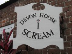 Picture of The I Scream Sign at Devon House, Kingston, Jamaica. The ice cream here is yummilicious!