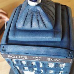 Doctor Who light up tardis cake. Tardis Cake, Baked Goods, Baking, Heart, Instagram Posts, Baking Supplies, Bakken, Bread, Backen