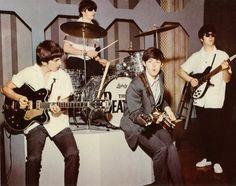 George Harrison, Richard Starkey, Paul McCartney, and John Lennon Ringo Starr, George Harrison, Paul Mccartney, John Lennon, Pop Rock, Rock And Roll, Great Bands, Cool Bands, Richard Starkey