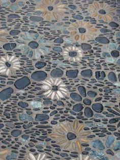 Jardin de calade Plus (Paved Garden Step) Mosaic Walkway, Mosaic Rocks, Mosaic Stepping Stones, Pebble Mosaic, Pebble Art, Mosaic Art, Mosaics, Garden Steps, Garden Paths