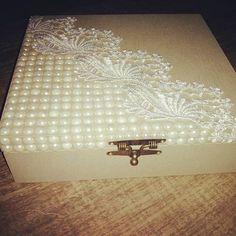 Um luxo so essa caixa.. Encantadaaaa.. Você ja sabe como presentear alguém que gosta, de uma forma carinhosa e dr gratidão dar uma linda caixa dessa ..com certeza ela irá amarrr Adquira já a sua...