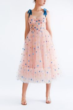 Pink Sky Midi Dress This fun and girly dress is . Read more The post Pink Sky Midi Dress appeared first on How To Be Trendy. Casual Summer Dresses, Modest Dresses, Pretty Dresses, Beautiful Dresses, Short Dresses, Dresses For Work, Midi Dresses, Ball Dresses, Belle Silhouette