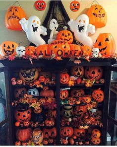 Display idea for your Halloween pumpkins - Halloween Forum Vintage Halloween Images, Vintage Halloween Decorations, Halloween Displays, Halloween Home Decor, Halloween Fashion, Halloween Pictures, Holidays Halloween, Halloween Pumpkins, Halloween Crafts