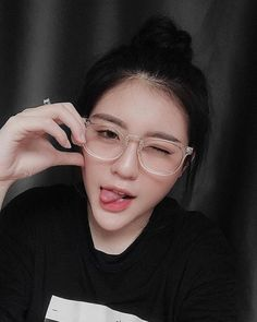 Ulzzang Korean Girl, Cute Korean Girl, Asian Girl, People With Glasses, Girls With Glasses, Uzzlang Girl, Girl Face, Cute Girl Pic, Cute Girls