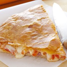 The pizza recipe covered with puff pastry Pizza Rustica, Quiche, Recipe Cover, Calzone, Pizza Recipes, Lasagna, Sandwiches, Baking, Ethnic Recipes