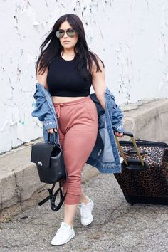 How to style your curvy travel outfit Fat Girl Fashion, Chubby Fashion, Look Fashion, 80s Fashion, Korean Fashion, Fashion Online, Cute Summer Outfits, Simple Outfits, Trendy Outfits