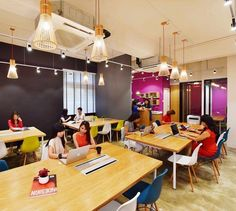 Loving this colorful, action-packed hotdesking area! #Coworking #CoworkingSpaces #Cosharing #SharedOffices #GorillaSpace