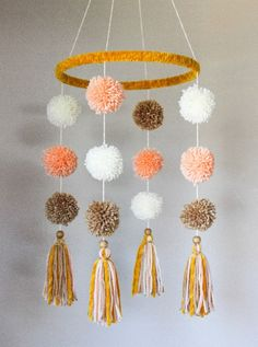 10 inch hoop wrapped in mustard yellow velvet. Featuring tan, cream, and peach pom poms/tassels. Adult Crafts, Diy Home Crafts, Diy Crafts To Sell, Baby Mädchen Mobile, Pom Pom Mobile, Pom Pom Baby, Pom Pom Crafts, Pom Pom Garland, Diy Tassel