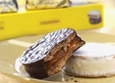 Havanna alfajores, Argentina's most beloved cookie are back! No need to travel to South America, these delightful chocolate coated dreams are here again, as part of the Central Market Chocolate Collection. Pecan Cake, Savoury Cake, Mini Cakes, Clean Eating Snacks, Quick Easy Meals, Gourmet Recipes, Food Print, The Best, Gastronomia