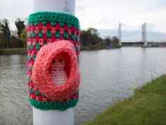 yarnstorming my hometown, try-out The critter inside is one of the spirits that inhabit my own personal fairy tale world. Pod people or Poddies are a race of tiny creatures that live in hollow spaces, such as seed pods. They were discovered by Gnelf the Half-Elf, on his quest for fairy tale creatures that went to live in the cities of the world. They are tiny shy sprites that like to look at the world of humans from out of the shelter of their dwellings. [FU]