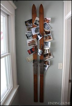 The Wicker House: Decorating with Vintage Skis hang xmas cards.now to find the skis! Décor Ski, Ski Chalet, Snowboards, Home Decoracion, Diy Wall Art, Photo Displays, Display Design, Diy Projects, Christmas Cards